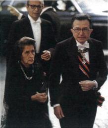 Città del Vaticano, 1978. Il presidente del Consiglio dei Ministri Giulio Andreotti indossa le insegne di Gran Croce dell'Ordine di San Silvestro Papa, al collo porta la Gran Croce di Grazia Magistrale dell'Ordine di Malta