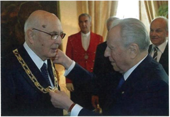 Quirinale, 15 maggio 2006. Cerimonia di consegna delle insegne di Capo dell'O.M.R.I. da parte del Presidente Cianpi al suo successore Giorgio Napolitano
